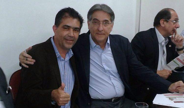 Jorge Arcanjo ao lado do governador Fernando Pimentel, a quem tem servido  como assessori especial para o Vale do Mucuri (foto: Facebook | Reprodução)