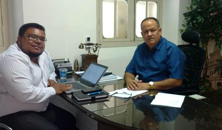 O vereador Northon Neiva (dir) recebe, em seu gabinete, a visita do secretário municipal de Planejamento, Tarcirlei Mariniello de Brito (foto: Divulgação)