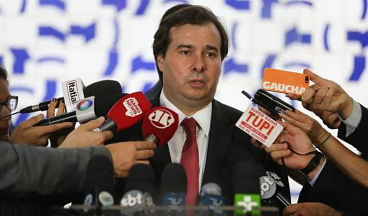 O presidente da Câmara dos Deputados, Rodrigo Maia, disse não saber o que fazer agora com o projeto anticorrupção, uma vez que a Câmara aprovou o projeto, mas o STF anulou o trabalho da Casa (foto:  Agência Brasil)