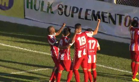 Jogadores do Villa comemoram gol de Roni, o primeiro da vitória sobre o América-TO (Foto: Reprodução | TV Globo Minas)