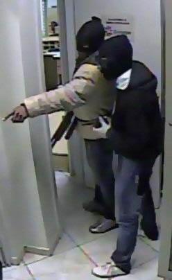 Imagens das câmeras de segurança do banco durante a ação dos criminosos (foto: Diário de Teófilo Otoni  | Reprodução)