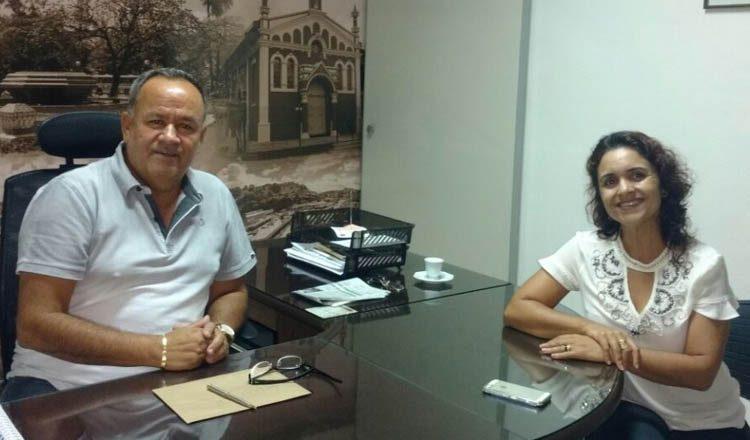 O vereador Northon Neiva Diamantino (PMDB) recebeu em seu gabinete a visita da secretária municipal de Ação Social e Habitação, Eliane Moreira de Aguilar (foto: Divulgação)