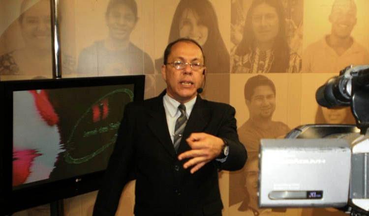 O repórter Paulo Arthur Lage faleceu na madrugada de hoje, domingo (19/02) [foto: Facebook – Reprodução]