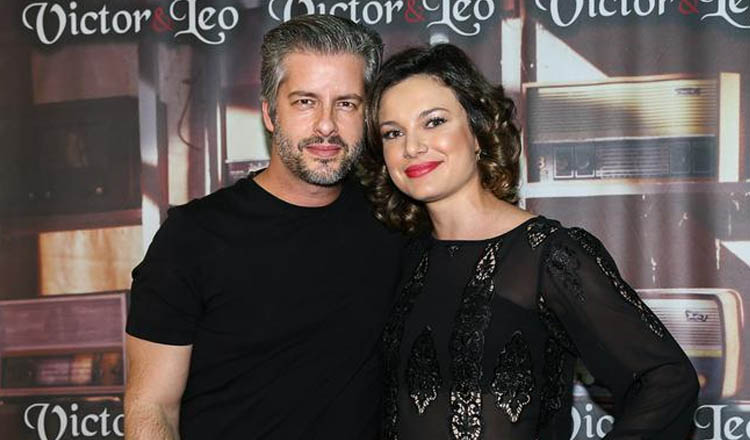 O cantor Victor Chaves e a esposa Poliana Bagatini (foto: Manuela Scarpa / Photo Rio News – Reprodução da CARAS DIGITAL)