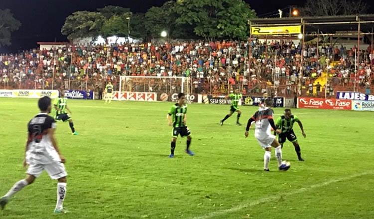 O América-TO demonstrou bom jogo e entrosamento da parte do time, mas não foi o suficiente para superar o adversário em partida no Estádio Nassri Mattar (foto: ASCOM América-TO)