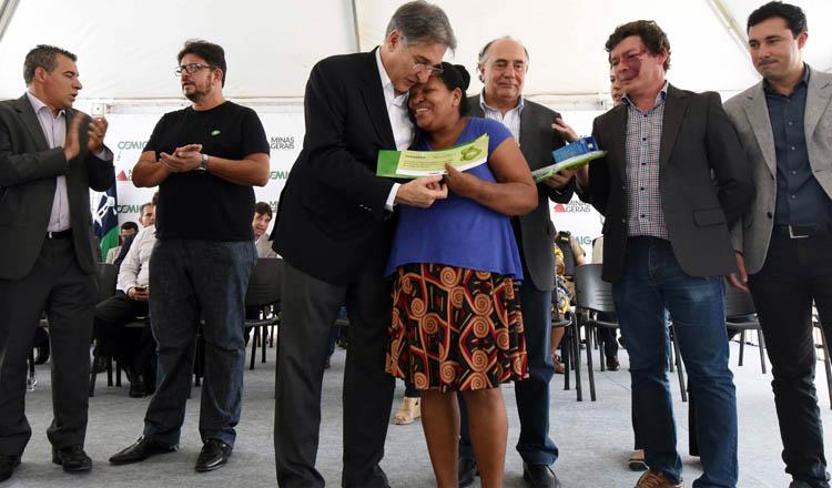 Na ocasião da visita a Almenara, Pimentel participou, também, da primeira edição do programa Cemig & Você, que atende moradores de baixa renda (foto: Manoel Marques / Imprensa MG)