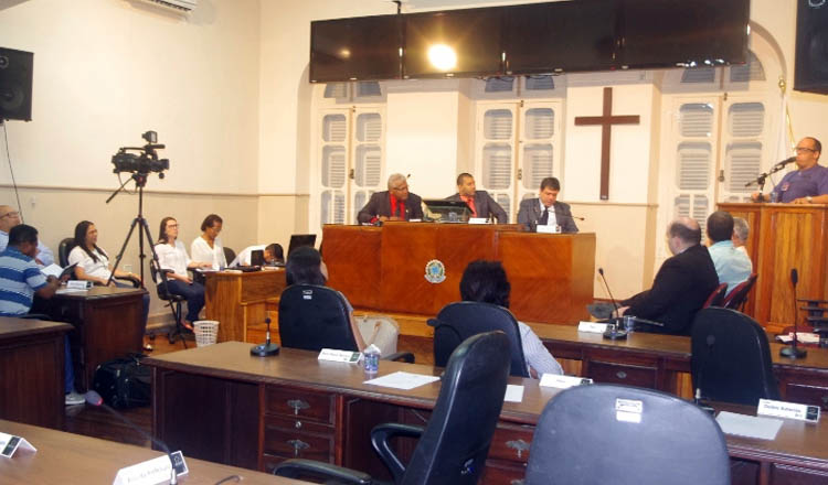 O professor Thalles Giovane discursa durante a audiência pública sobre a Reforma da Previdência (crédito: Boy Fotógrafo)