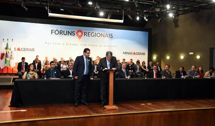 O governador Fernando Pimentel deu posse aos novos integrantes dos fóruns regionais (foto: Agência Minas)