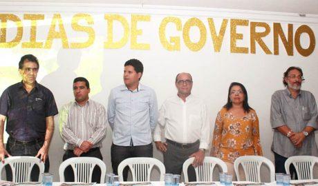 Mesa Diretora dos trabalhos na solenidade de prestação de contas dos 100 dias do governo municipal (foto: ASCOM PMTO)