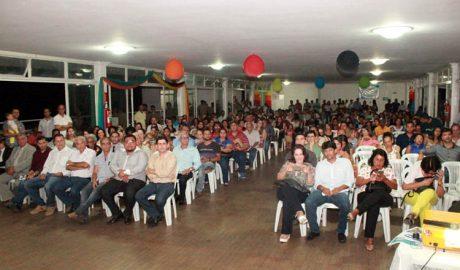 Embora formado, basicamente, por servidores da Prefeitura e outras pessoas ligadas ao status quo, o salão do Clube Palmeiras estava lotado (foto: ASCOM PMTO)