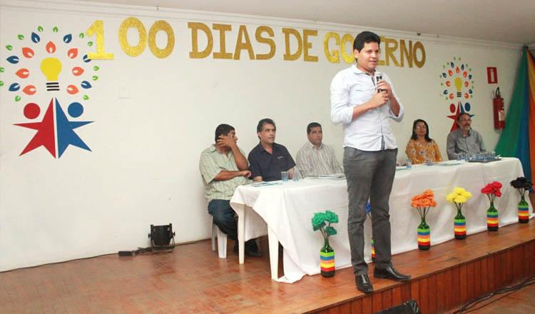 O prefeito Daniel Sucupira durante a solenidade de prestação de contas dos 100 dias de governo municipal (foto: ASCOM PMTO)