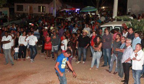 Centenas de pessoas compareceram ao Festival do Leite e ouviram a prestação de contas dos 100 dias de administração do prefeito Daniel Sucupira (foto: ASCOM PMTO)