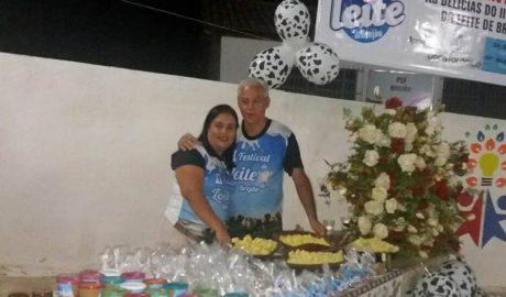 O vereador Gilson Dentista e asua esposa, a Dra. Carla de Almeida, durante o Festival do Leite (foto: Divulgação)