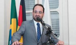 O deputado Gustavo Santana (PR) também compareceu para prestigiar o evento de homenagens na Câmara Municipal de Teófilo Otoni (foto: PH Studio | Reprodução)