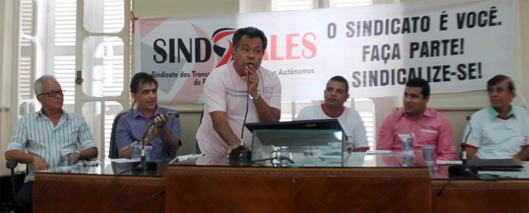 Na mesa diretora dos trabalhos: Marcos Godinho (sec. mun. Educação), Jorge Arcanjo (ass. esp. do Governo do Estado), Luiz Carlos Miranda (Força Sindical Nacional), Roni Franco (pres. Sindvales), Fábio Lemes (vereador e pres. CMTO) e Idácio Dantas
