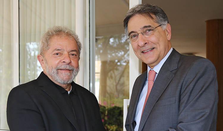 O ex-presidente Luiz Inácio Lula da Silva e o colega governador em Minas, Fernando Pimentel, acusados de receberem vantagens para liberarem dinheiro do BNDES para obras em Cuba (foto: Ricardo Stuckert/ Instituto Lula)