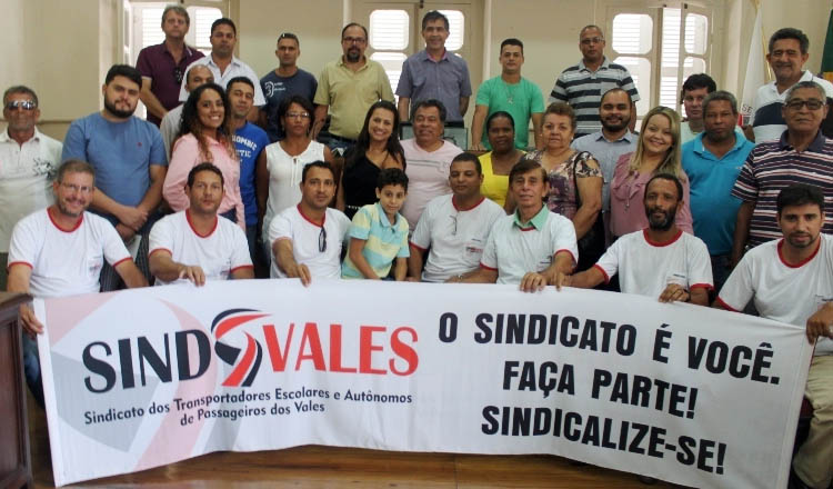 No plenário da Câmara Municipal, sindicalizados e autoridades presentes à assembleia do Sindvales (crédito: Boy Fotógrafo)