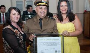 O Major PM Anderson Dantas recebeu o título de Cidadão Honorário (foto: PH Studio | Reprodução)