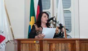 A vereadora Vânia Resende foi a autora dos projetos que resultaram na outorga das homenagens (foto: PH Studio | Reprodução)