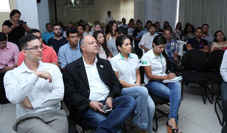 Mais de 50 (cinquenta) convidados, além de diretores e conselheiros da ACE, lotaram o auditório da entidade para a preleção durante o primeiro café empresarial do ano (foto: Sérgio Martins | SM Produções)