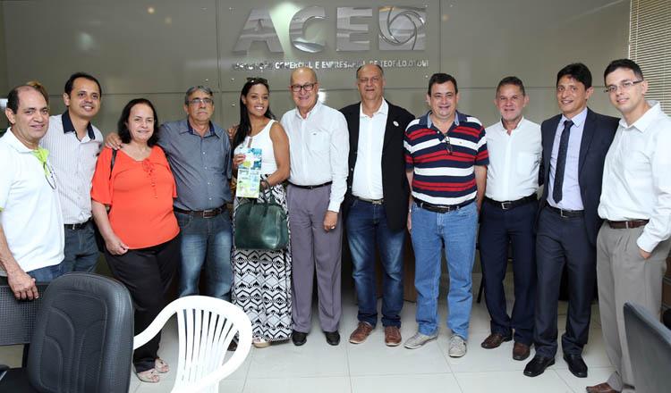 O presidente e o vice da ACE, empresários Ricardo Bastos e Tião da Jhiane (ao centro), com diretores, conselheiros e associados durante o café empresarial (foto: Sérgio Martins | SM Vídeo Produções)