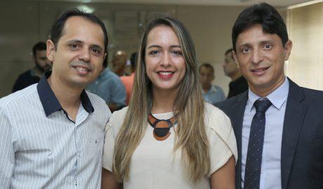 Durante o encontro, o gerente executivo Mielly Maya (esq) apresentou um briefing sobre a Exponor; a advogada Diviany Ledo (ao centro), sobre o PACE; e o consultor Adriano Queiroz, sobre a consultoria empresarial da ACE (foto: Sérgio Martins | SM Vídeo Produções)