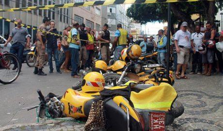 11 motocicletas de mototaxistas foram atingidas pelo impacto causado durante o acidente (credito: Boy Fotógrafo)
