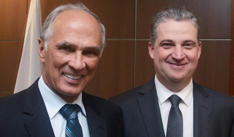 A divisão do partido em Minas entre o grupo do vice-governador Antônio Andrade (esq) e do presidente da ALMG, Adalclever Lopes (dir) é um dos maiores motivos para a migração dos parlamentares (foto: Divulgação - PMDB)