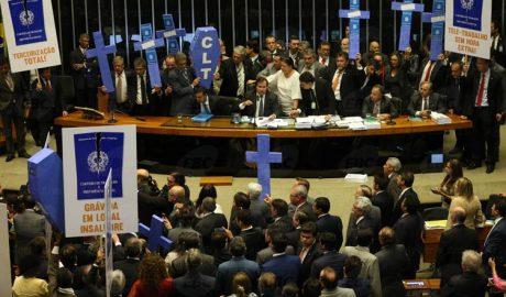 Câmara aprovou reforma trabalhista na noite dessa quarta-feira (foto: Antonio Cruz |Agência Brasil)