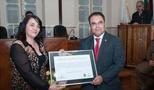 O delegado da Polícia Civil Antônio Carlos de Alvarenga Freitas também foi homenageado com o título de cidadão honorário (foto: PH Studio | Reprodução)