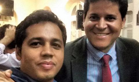 Cédrik Barbosa, avaliador de imóveis do município de Teófilo Otoni, com o prefeito Daniel Sucupira (foto: Facebook | Reprodução)