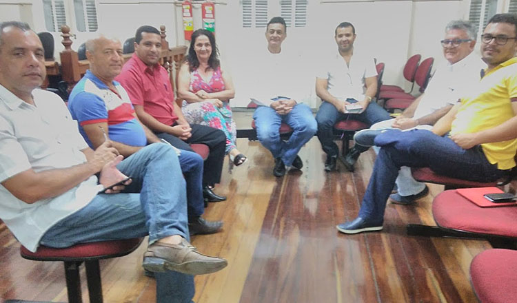 Vereadores e médicos discutem, em reunião na Câmara, a anunciada intenção da Administração Municipal de terceirizar a gestão da UPA e do Hospital Bom Samaritano