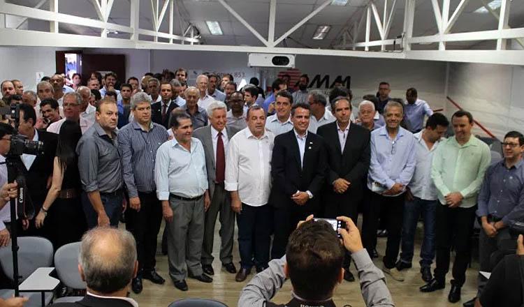 Prefeitos comemoram, na sede da AMM, a vitória da chapa de consenso suprapartidária (foto: ASCOM AMM)