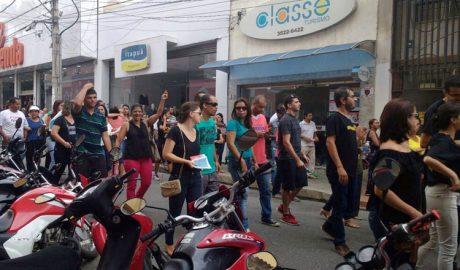 Em Teófilo Otoni o movimento percorreu algumas das principais ruas da cidade (foto: Whatsapp | Reprodução)