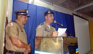 O Coronel Marcelo Fernandes, comandante da 15ª RPM, discursa durante a solenidade de entrega das comendas Dom Pedro II e de Colaborador Benemérito da unidade (foto: ACO 15ª RPM)