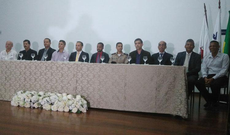 Mesa Diretora dos trabalhos da solenidade de posse da nova diretoria (foto: SANTHAR/minasreporter.com)