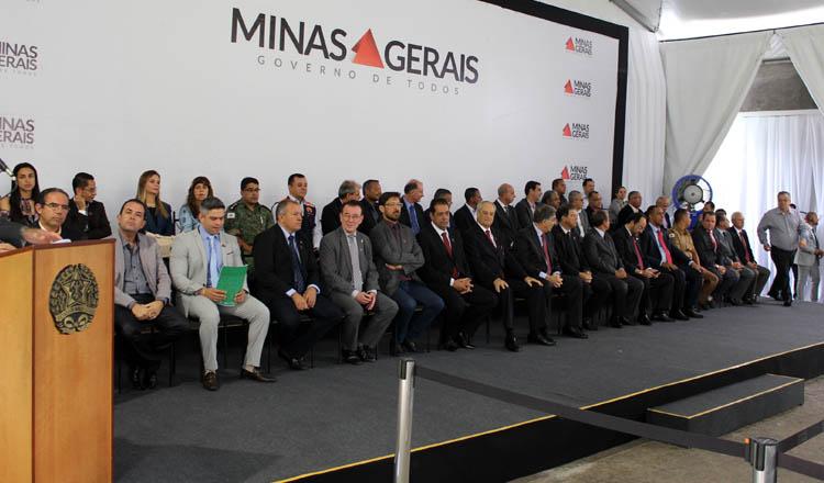 Mesa das autoridades durante a solenidade de entrega das viaturas, no Palácio da Liberdade (foto: Divulgação)