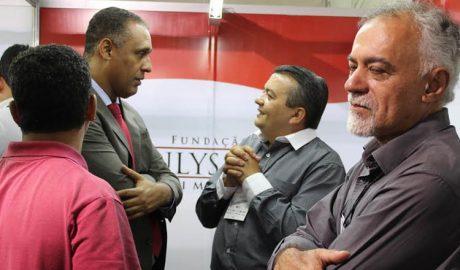 Deputado estadual Neilando Pimenta, prefeito de Minas Novas, Aécio Guedes e lideranças politícas no 34º Congresso Mineiro de Municípios, no Expominas (foto: Divulgação)